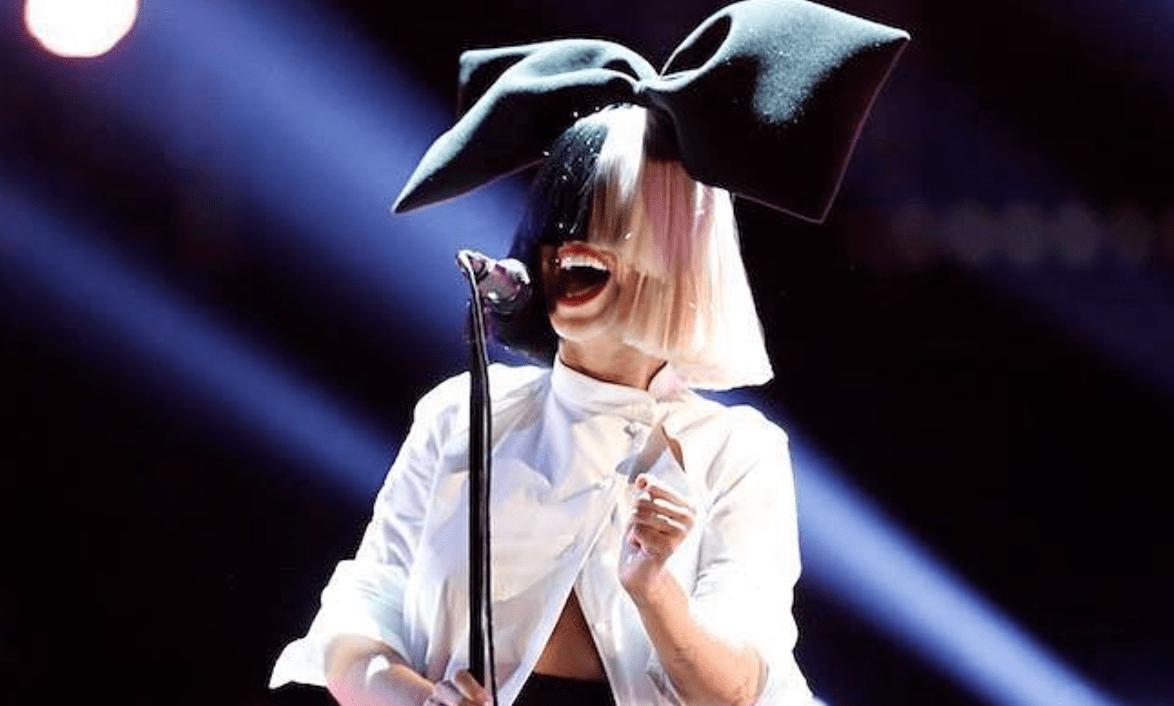 SIA confunde a Cardi B con Nicki Minaj