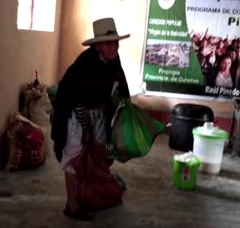 Abuelita campesina regala su cosecha afectados Covid 19