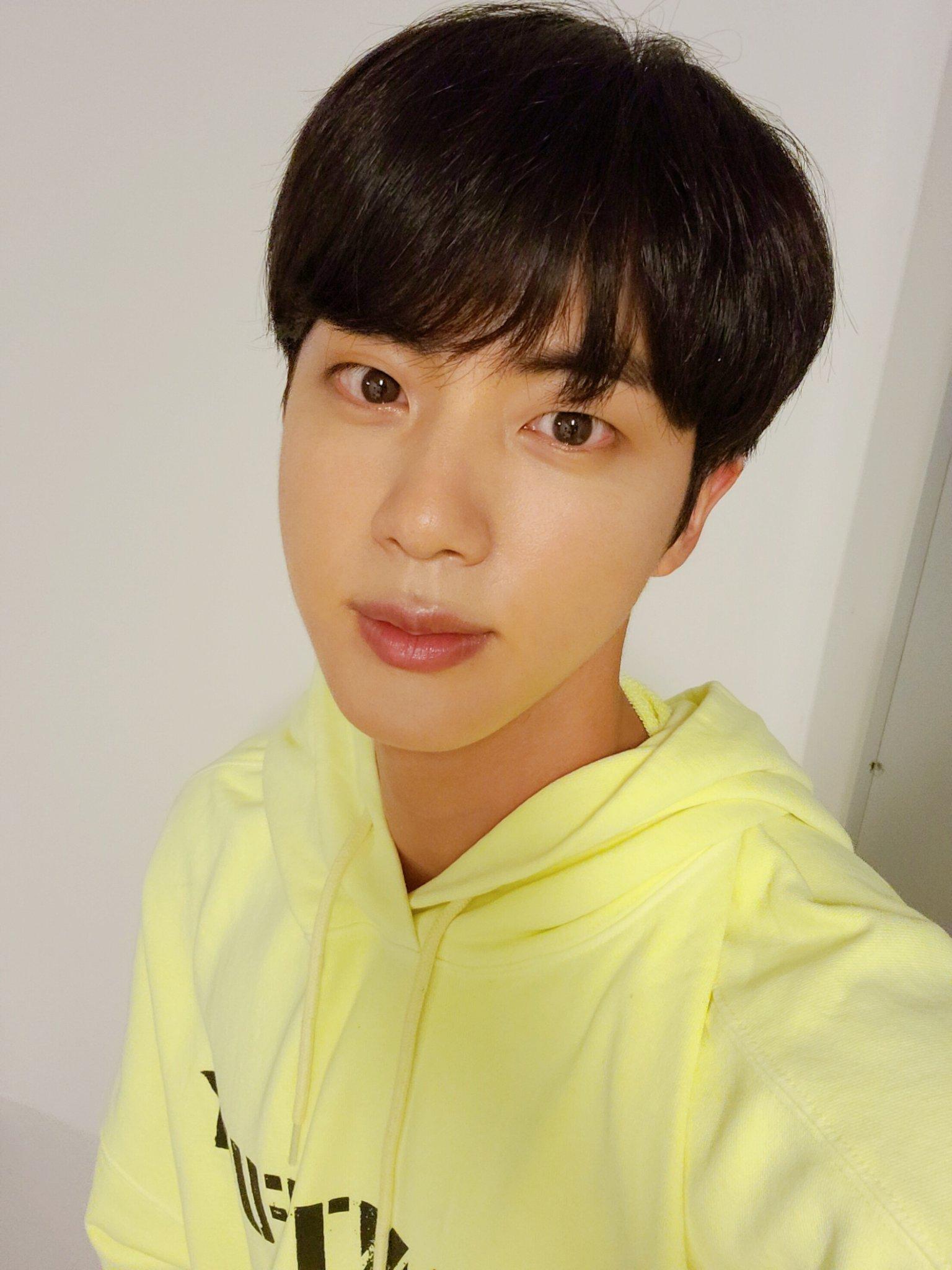 Jungkook de BTS cambia de look y causa furor en el ARMY
