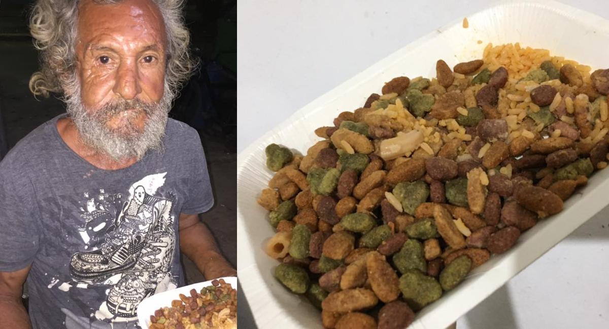 Abuelito en situación de calle recibe comida para perro