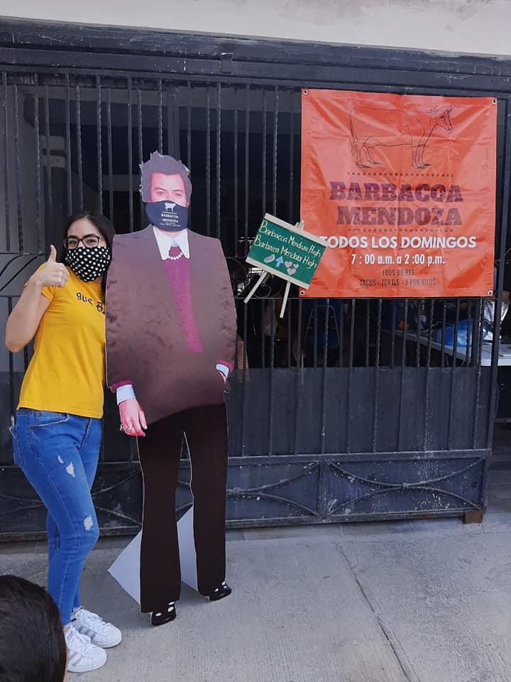 Harry Styles es captado vendiendo barbacoa en Monterrey