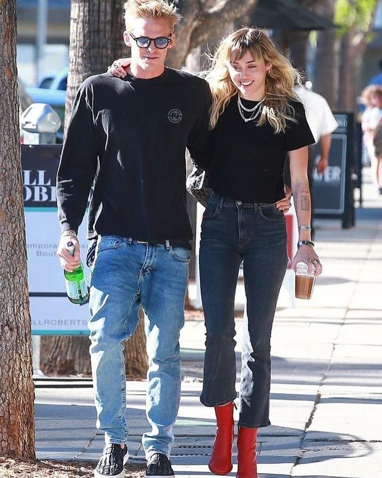 Miley Cyrus Cody Simpson terminaron no son pareja