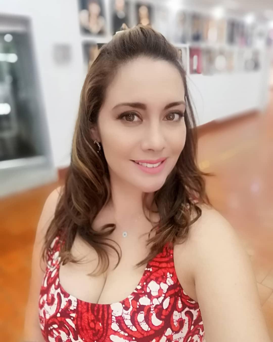 Sugey Abrego vende juguetes sexuales por crisis económica