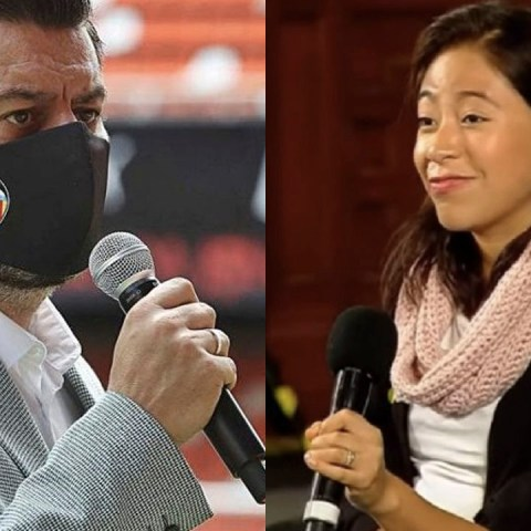 Político hace playback para fingir que puede hablar inglés