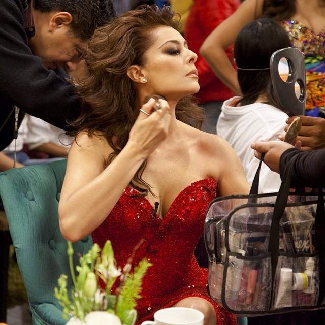 Yadhira Carrillo hablo de su beso con Colunga