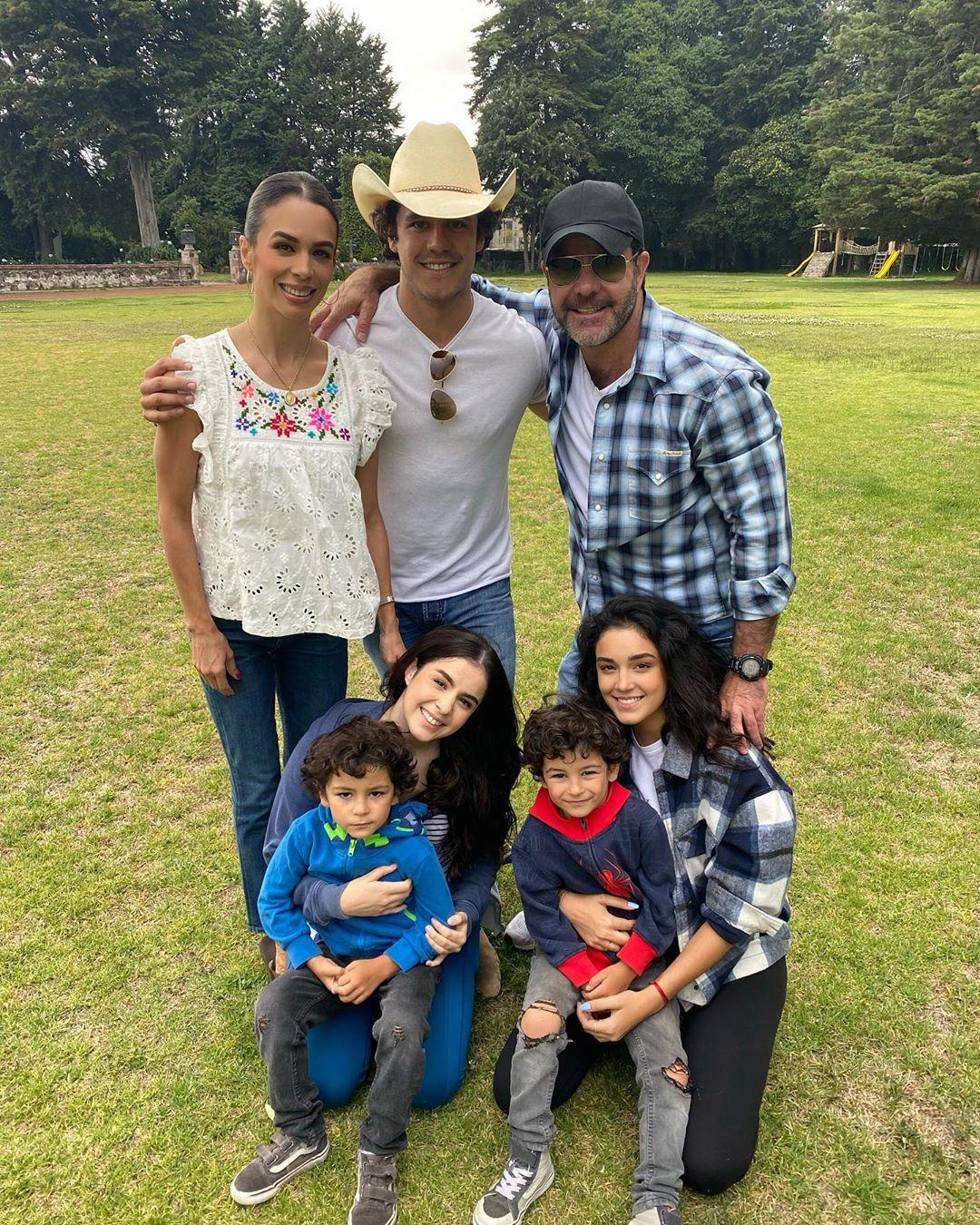 Biby Gaytán y su familia