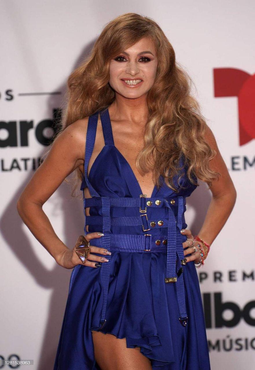 Paulina Rubio a su paso por la alfombra roja de los Latin Billboards 2020