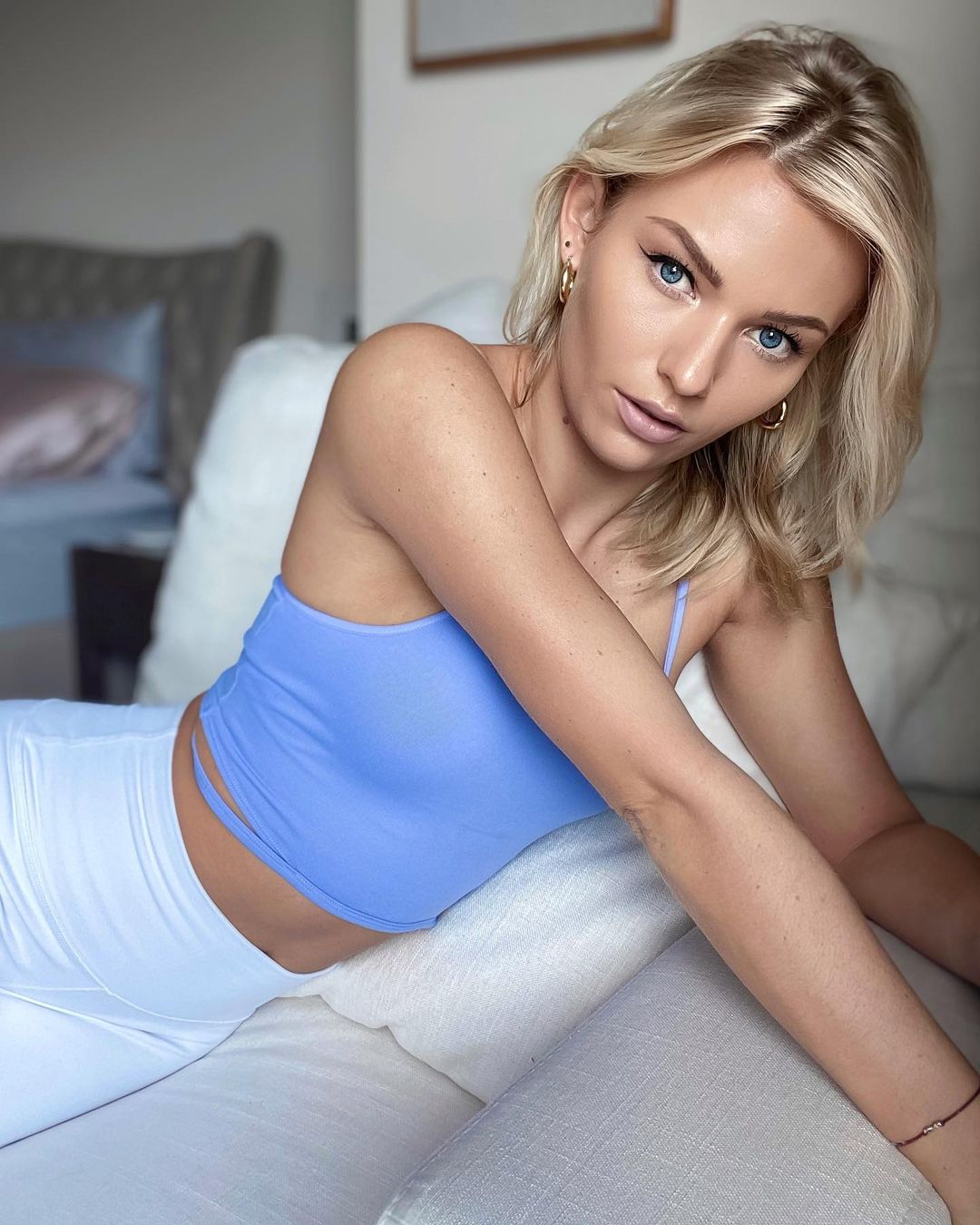 Revelan fotos de Irina Baeva antes de sus cirugías plásticas
