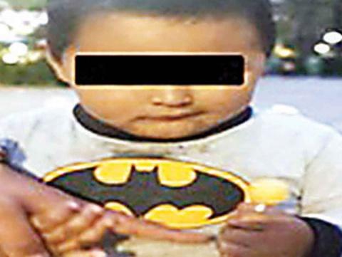 Hombre en estado de ebriedad regalaba a su hijo en la Alameda de CDMX