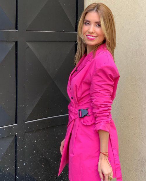 Foto Andrea Escalona con vestido rosa en instagram