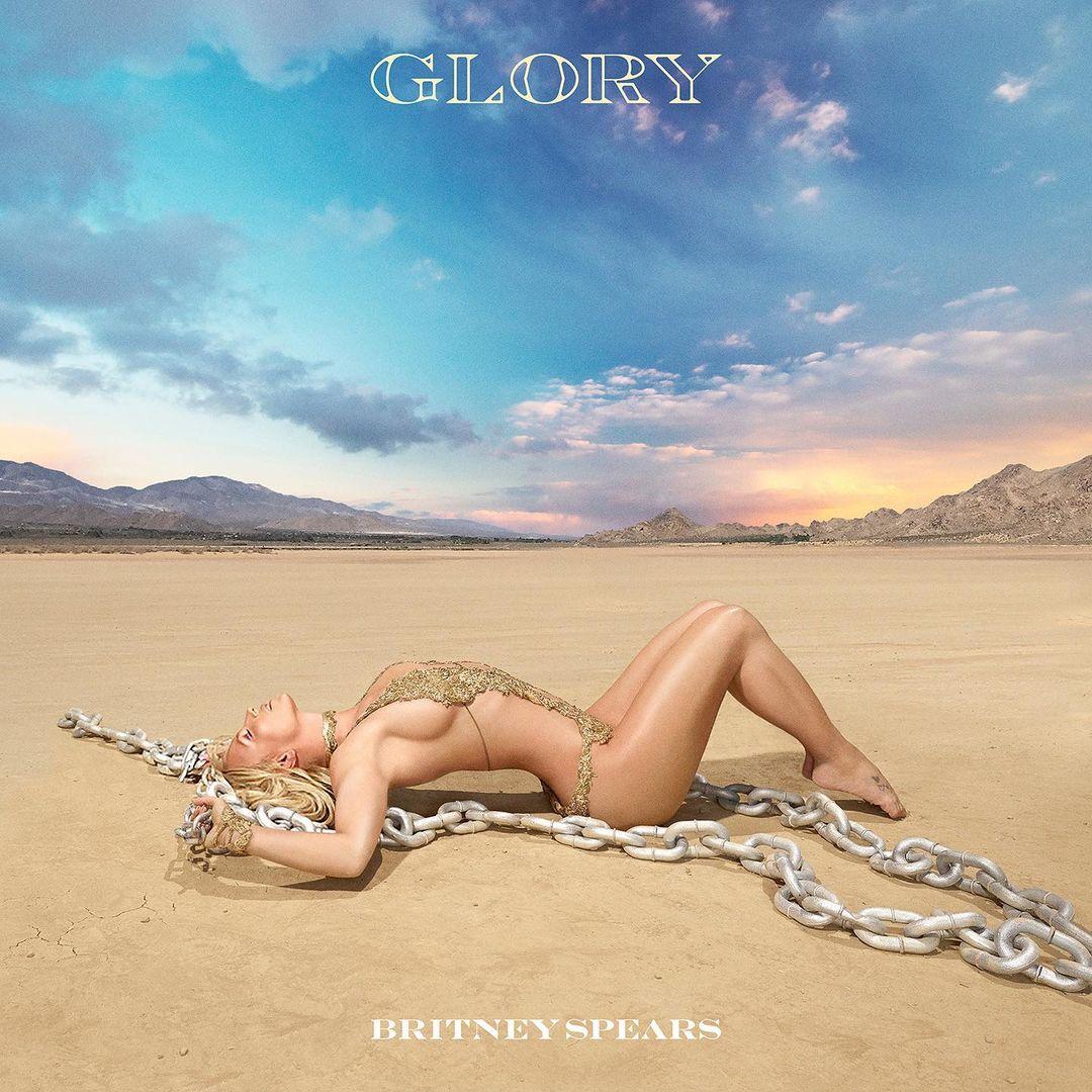 Britney Spears recostada en la playa