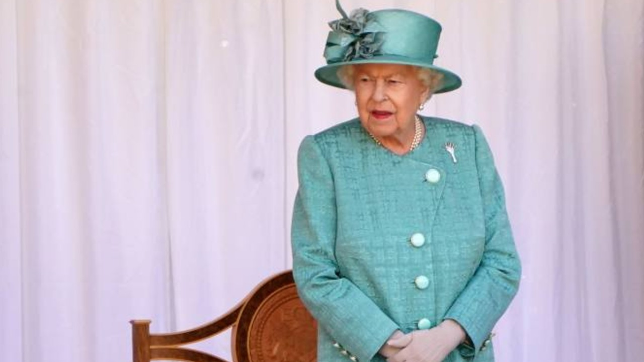 Reina Isabel II feliz por su vacuna covid