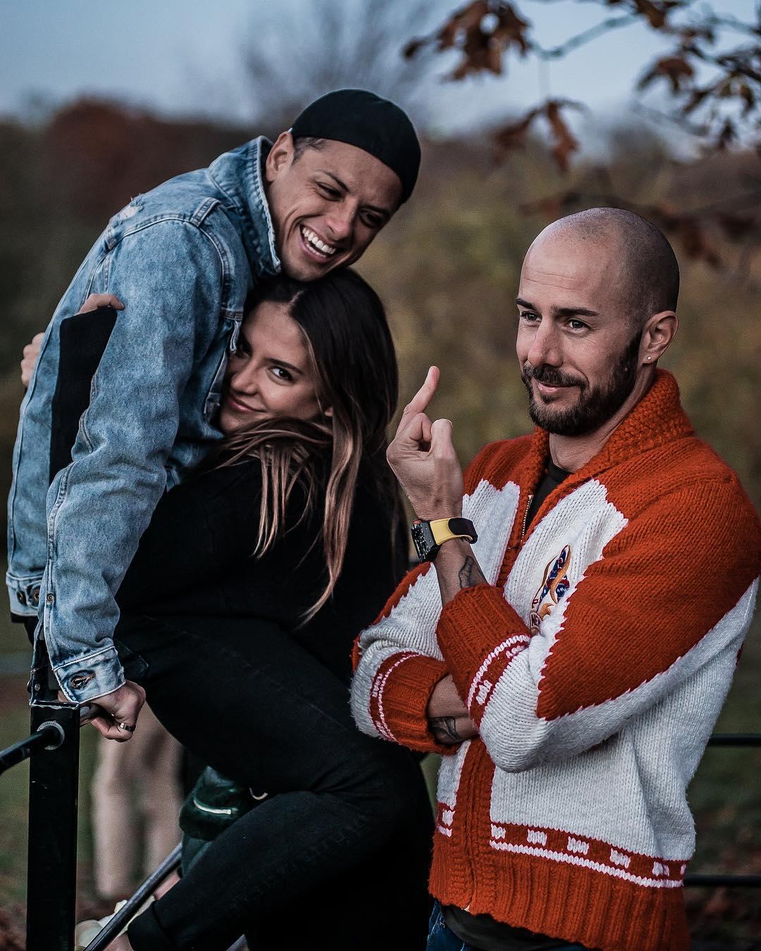 Javier hicharito hernández con diego dreyfus y su esposa