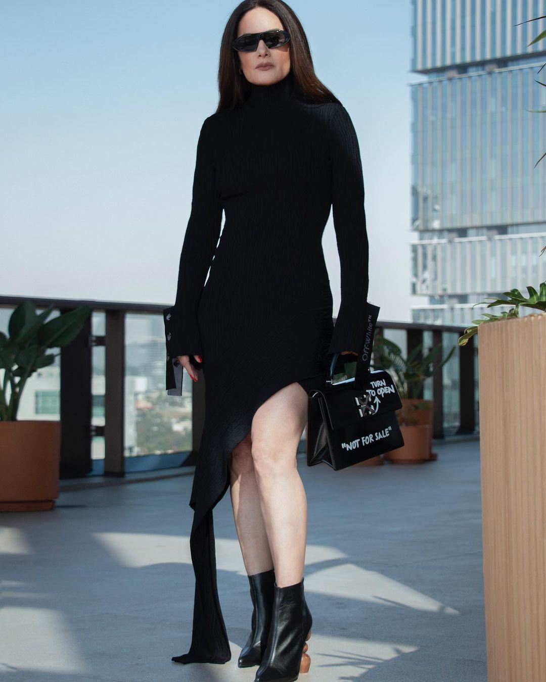 Gloria Calzada reaparece con look de Matrix
