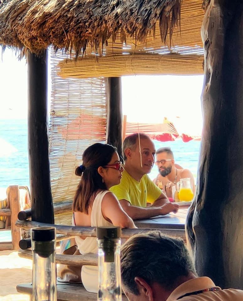 Hugo López-Gatell de vacaciones en la playa de Oaxaca