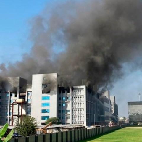 Se incendio fábrica donde se producen las vacunas contra Covid-19