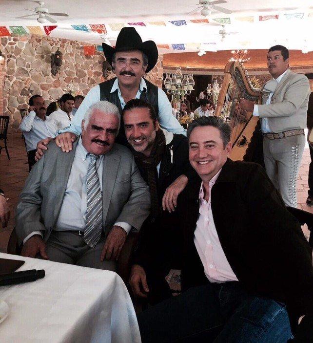 Vicente Fernández y sus hijos se vacunaron contra Covid gracias a sus palancas, aseguran