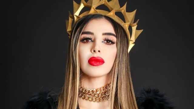 Emma Coronel corona