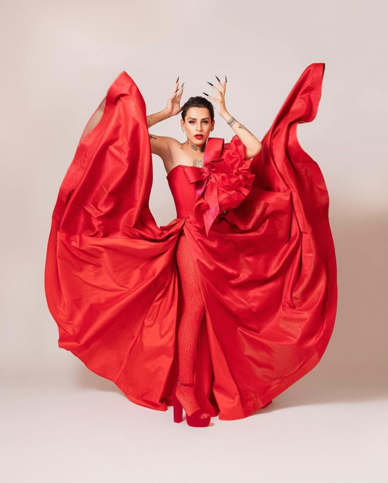 Kunno con vestido de Benito Santos