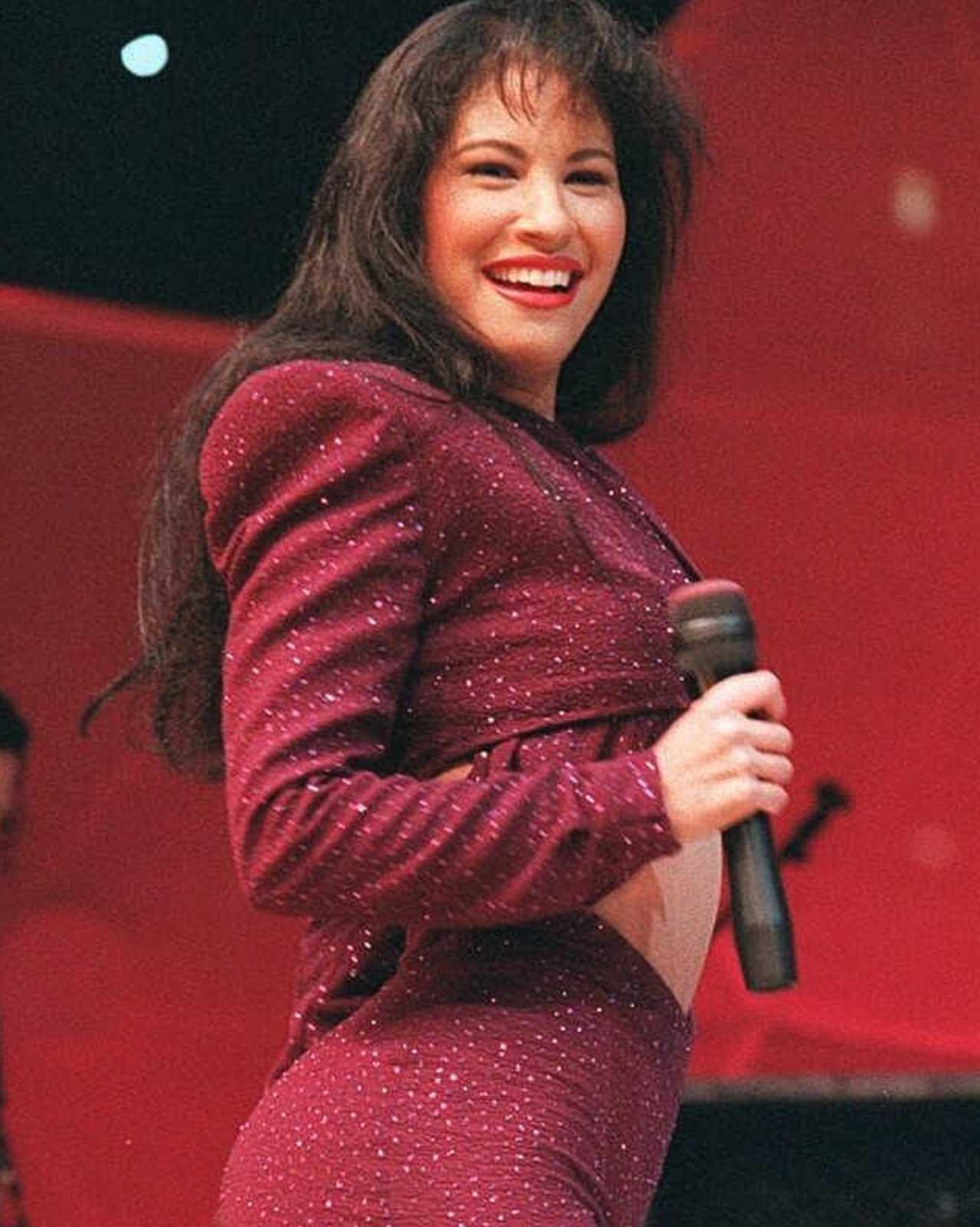 "Niña canta ""Como la flor"" de Selena y se vuelve viral"