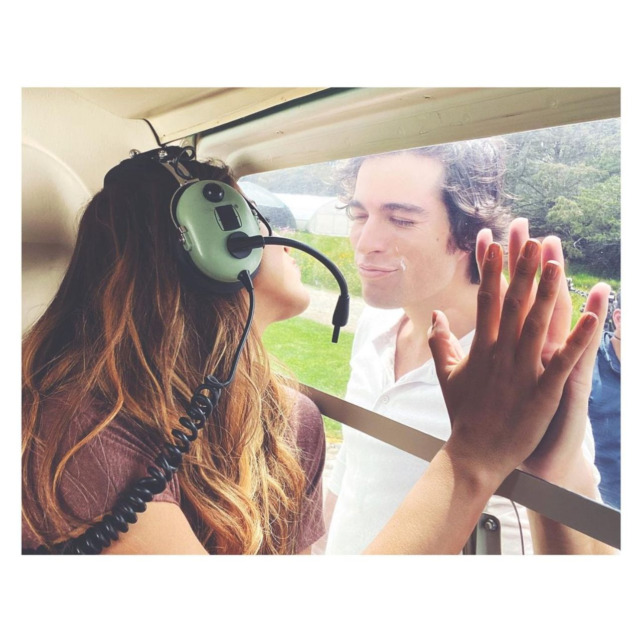 Danilo Carrera y Michelle Renaud helicoptero