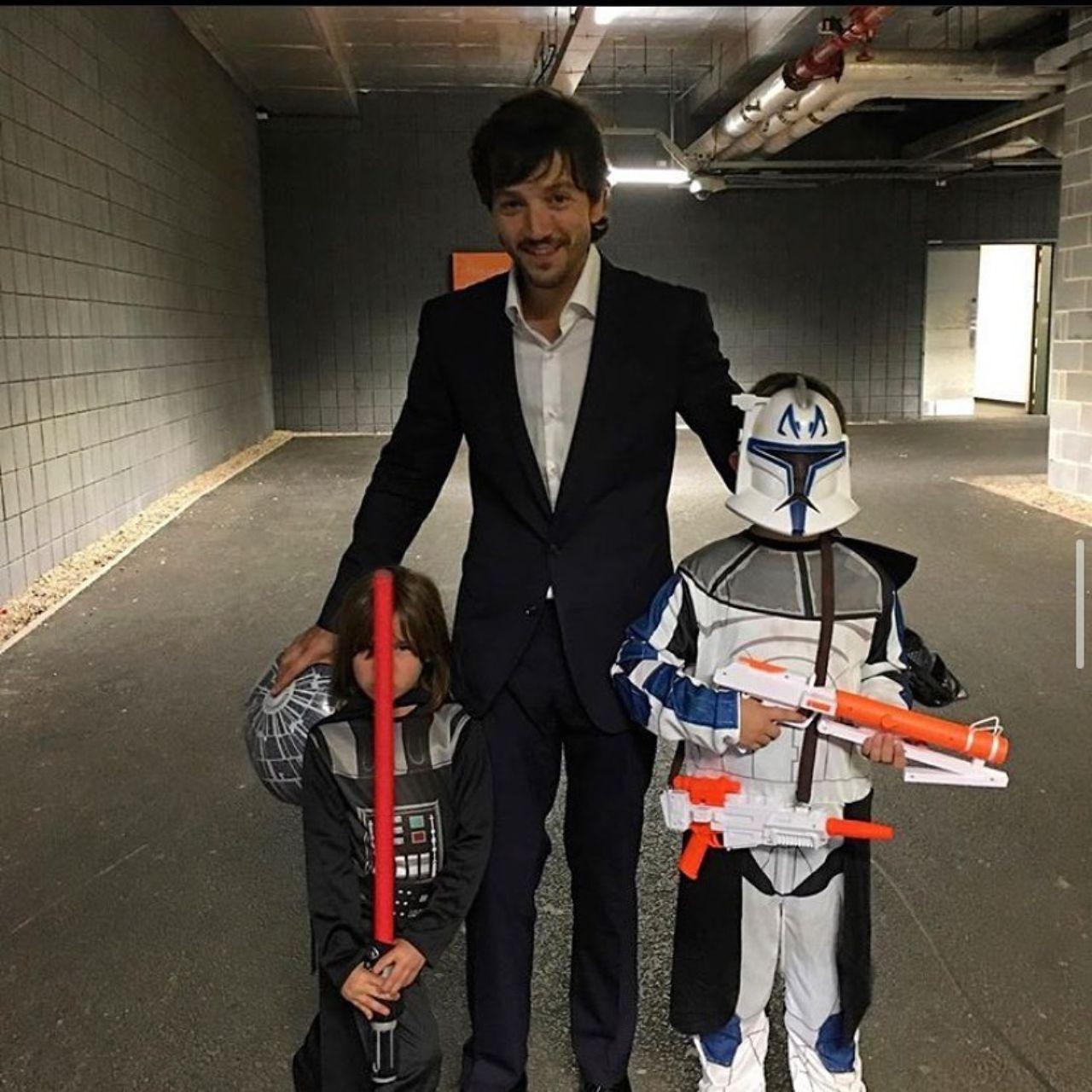 Diego Luna y sus hijos