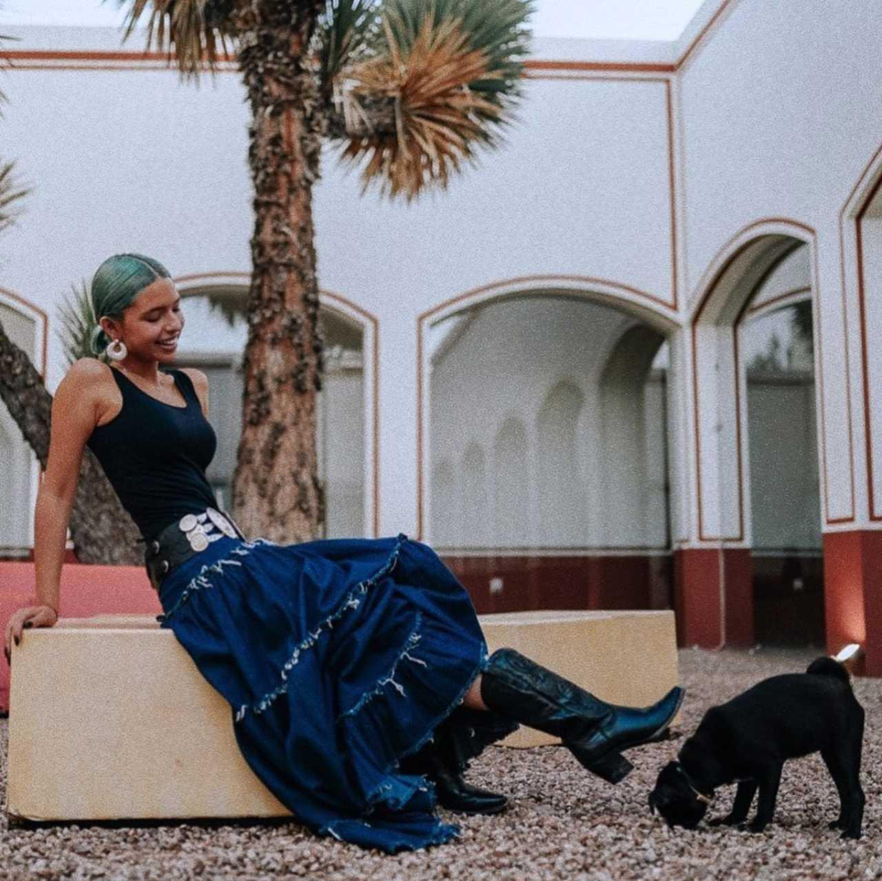 La lujosa mansión de Ángela Aguilar