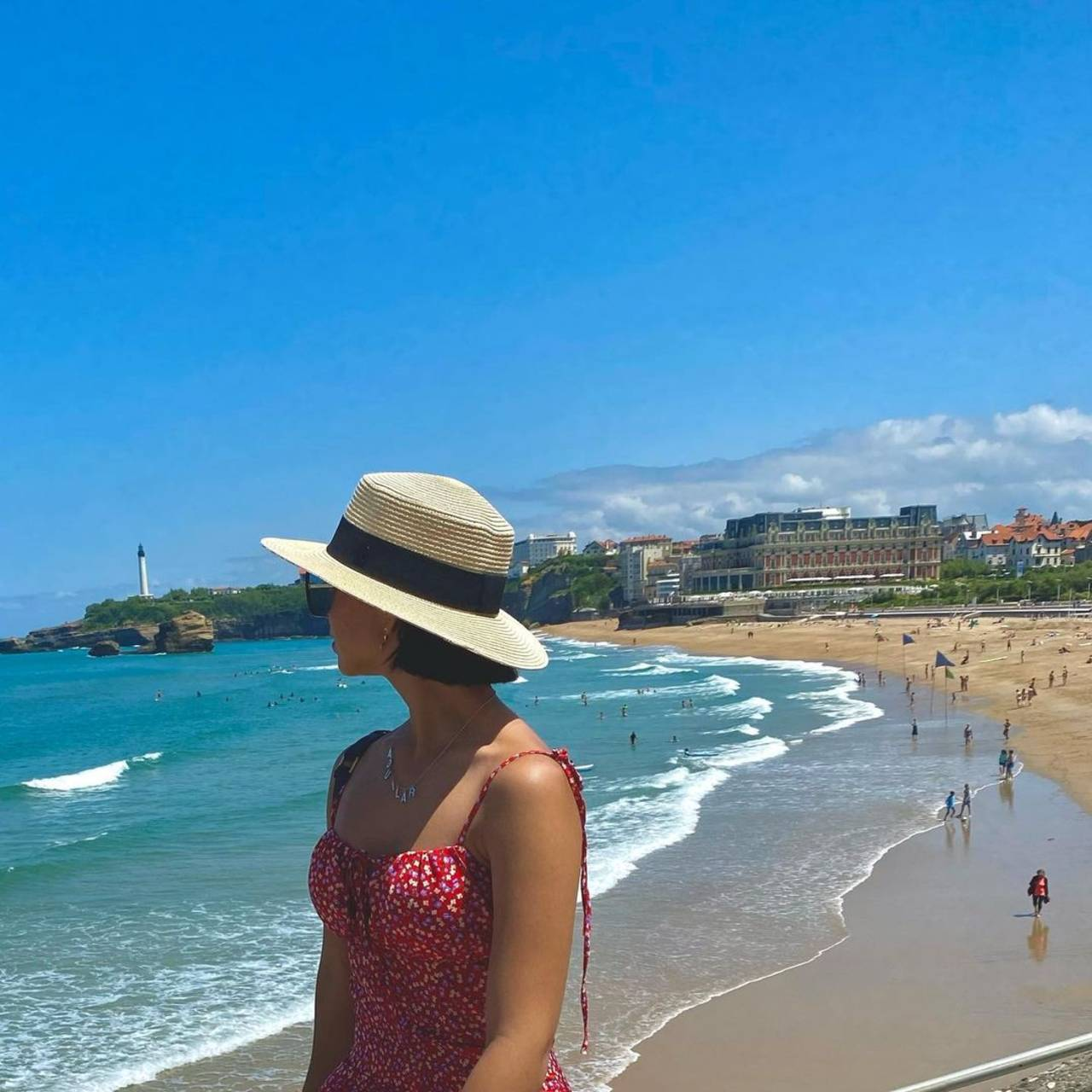 Vacaciones de Ángela Aguilar en Francia