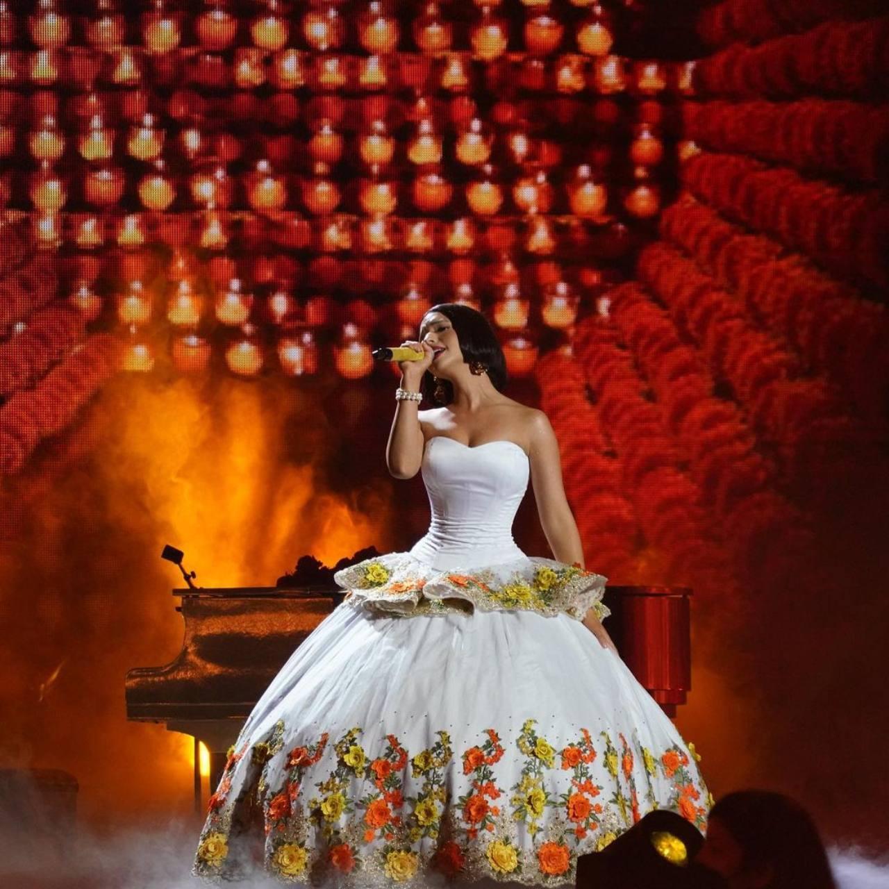 Angela Aguilar batea Nodal cantar nuevamente