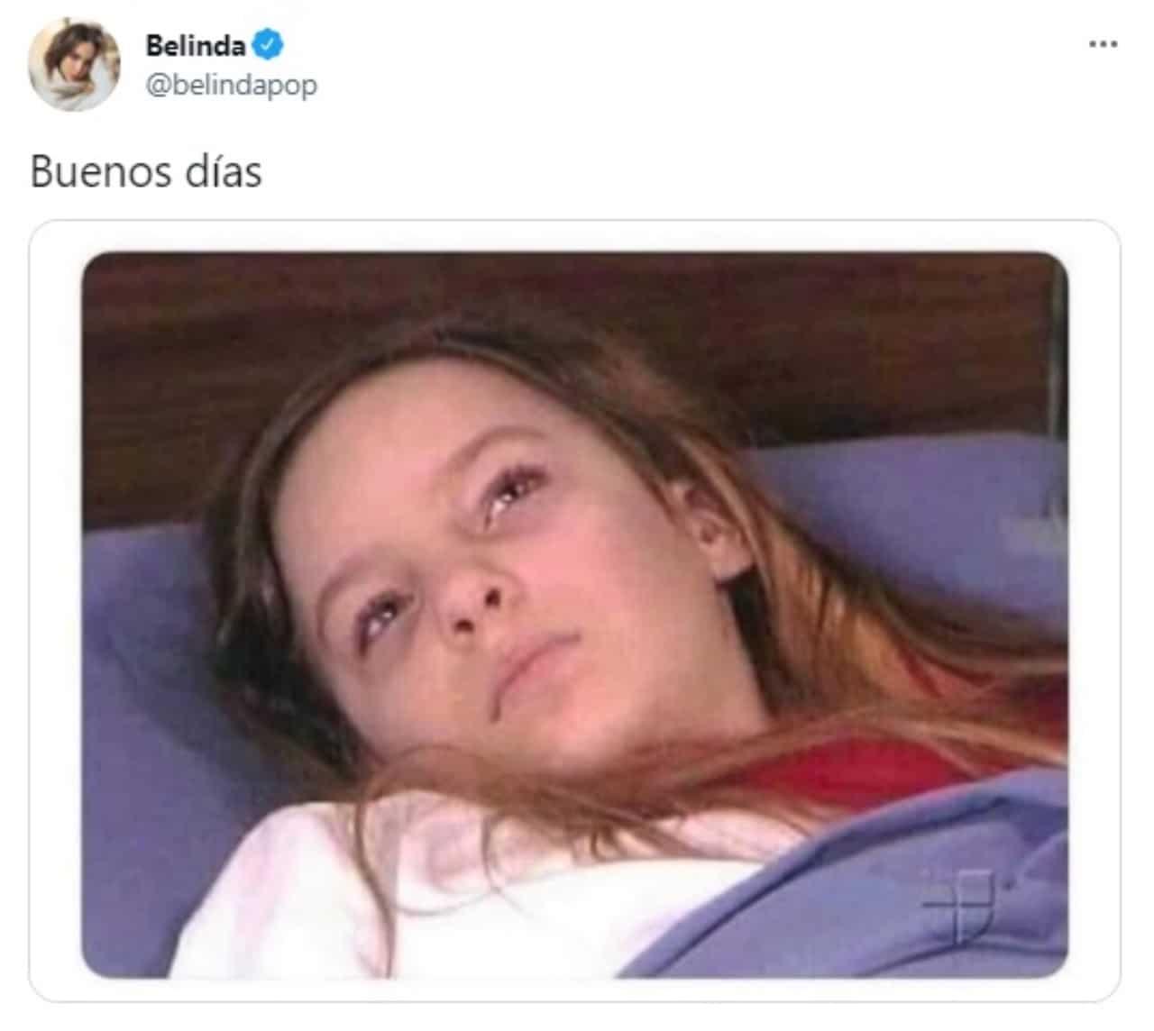 Meme Belinda acostada en cama enferma