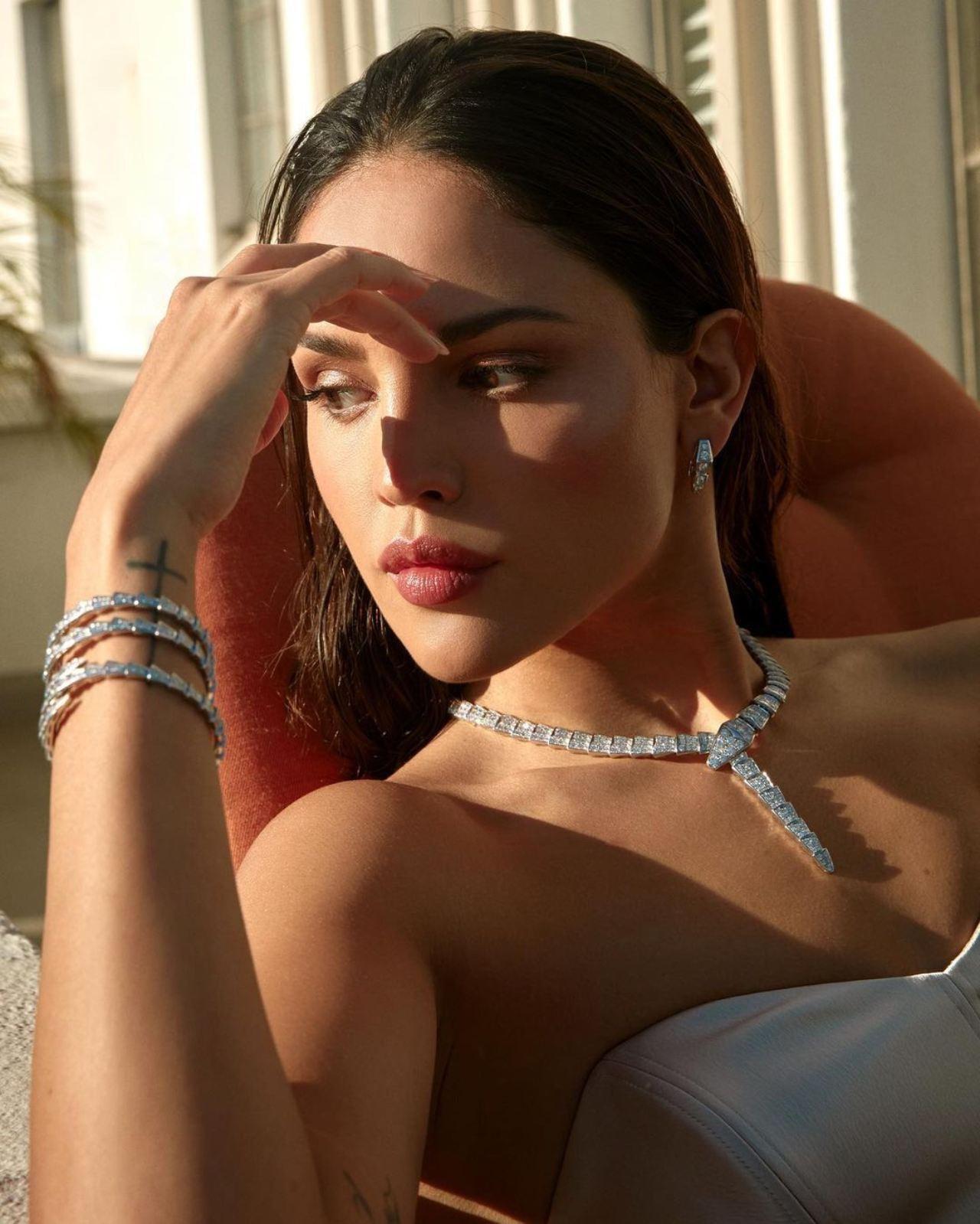 Eiza González y su collarcito