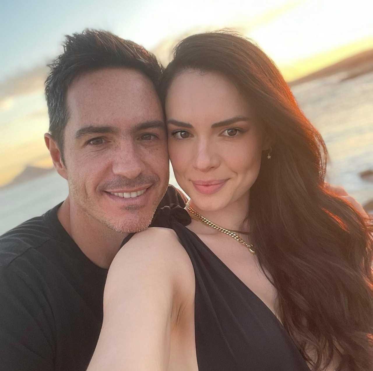 Mauricio Ochmann confirma su amor con Paulina Burrola