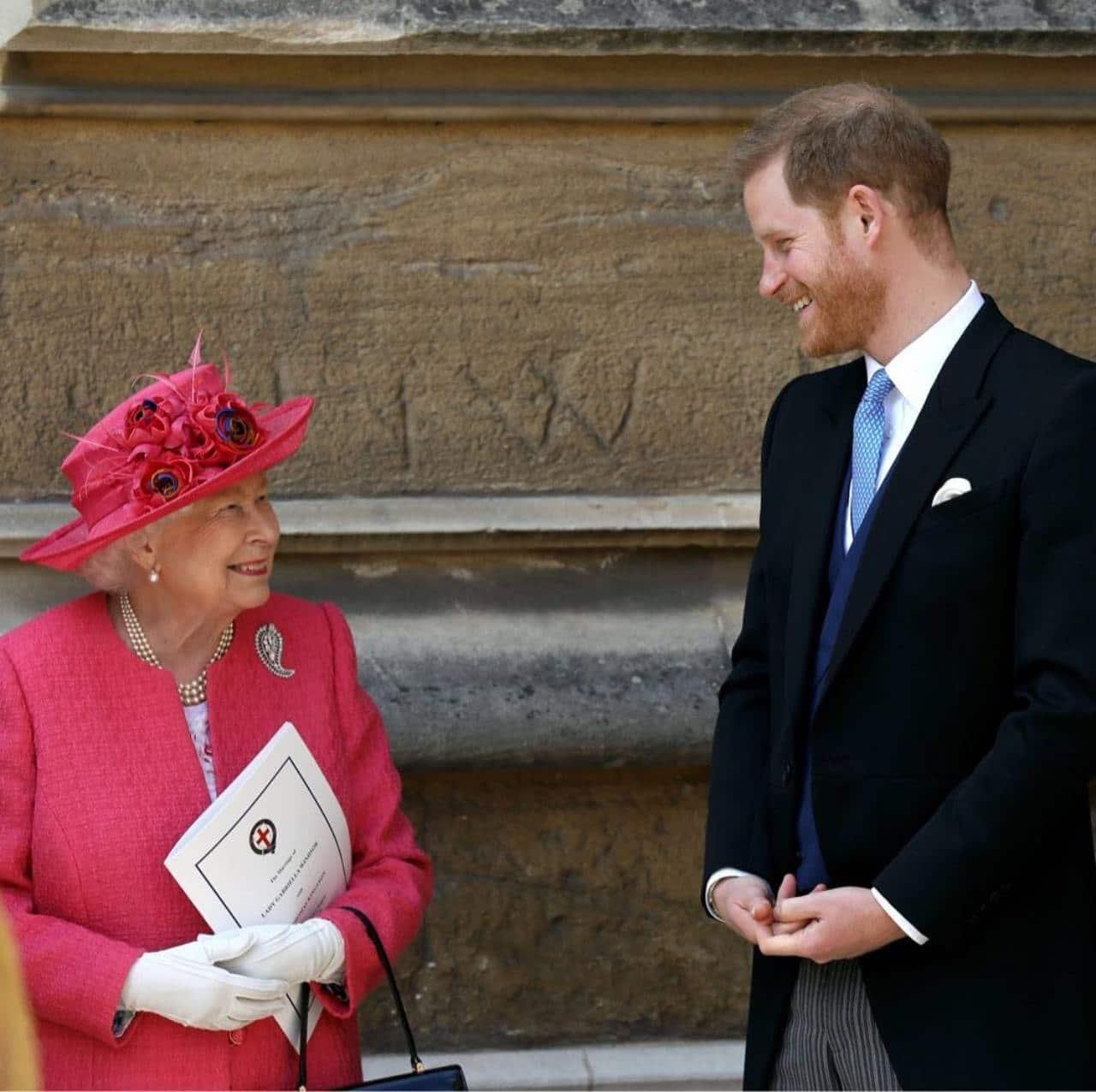 Reina Isabel desinvita principe Harry Buckingham