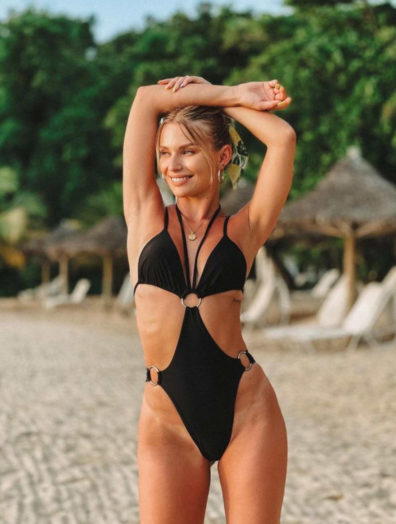 Irina Baeva foto Instagram playa