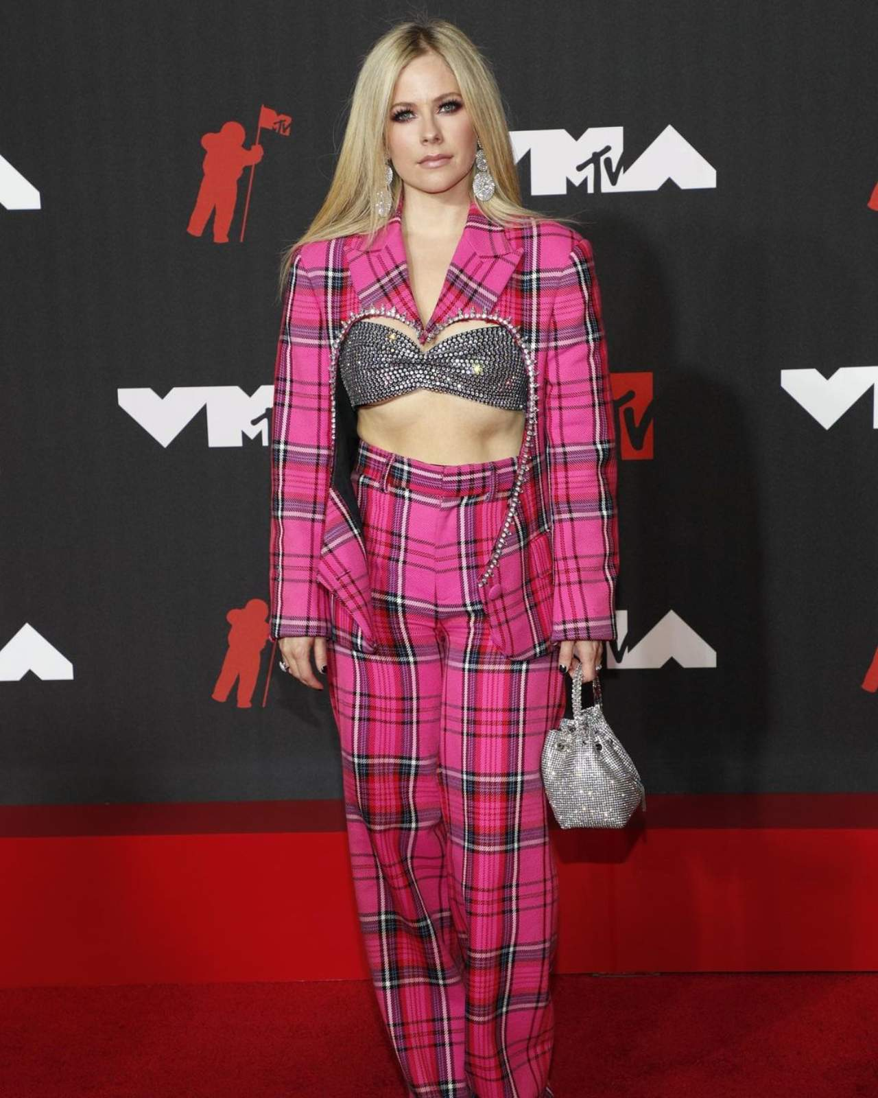 Look Avril Lavigne VMAs 2021 punk