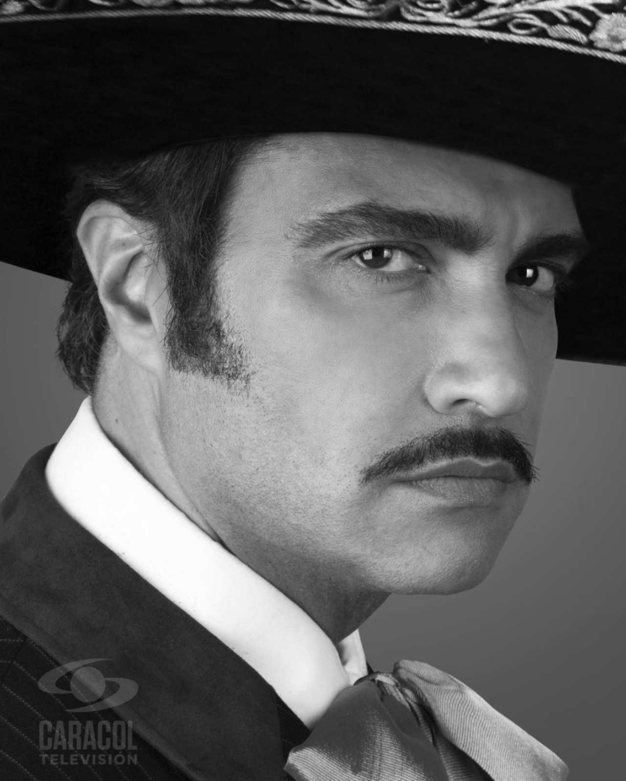 Jaime Camil así luce como Vicente Fernández