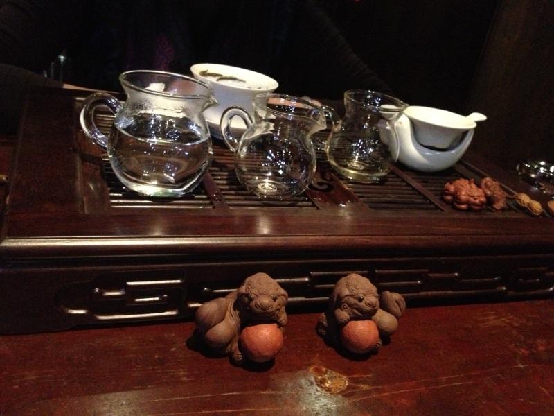 Çin usulü çay servisinde birçok aparat kullanılıyor...