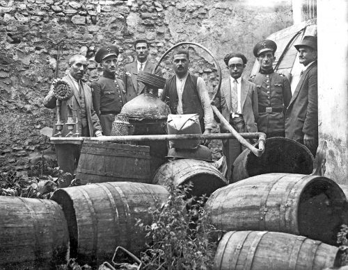 a-police-raid-against-an-illegal-raki-distillery-in-istanbul-1931