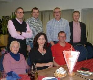 Kreisvorsitzende Carola Ackermann aus Röttenbach (unten Mitte) mit Parteifreunden aus ER/ ERH