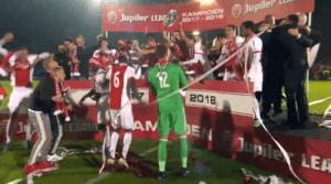 Jong Ajax viert de titel met een groot deel van de vaste fans. Beeld: Fox Sports