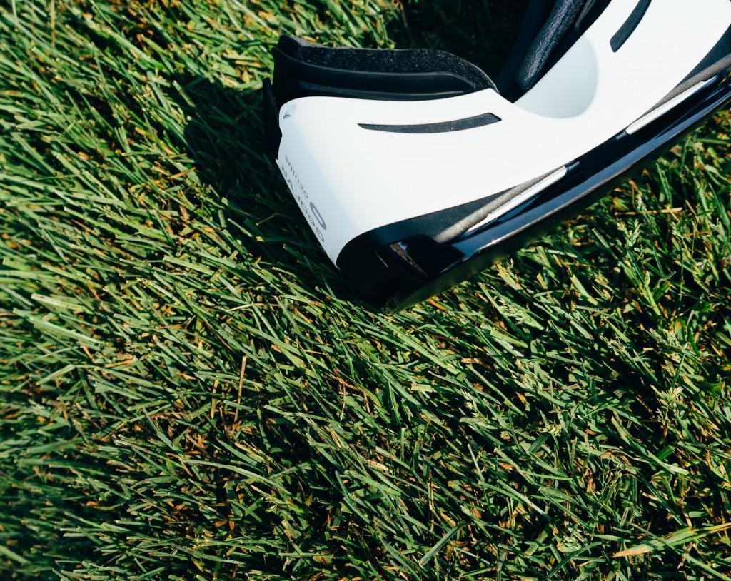 electronics-grass-lawn-532559-1024x814