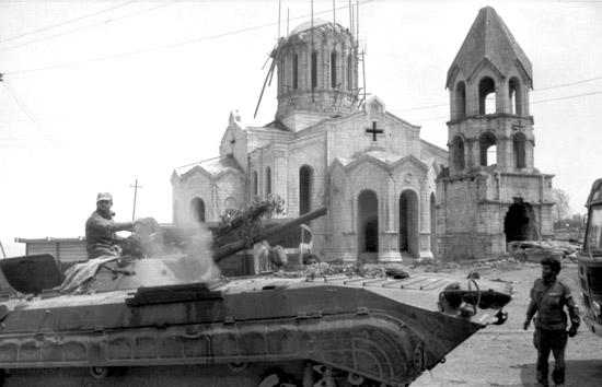 """23 yıl önce """"Düğün dağlarda"""" operasyonu sonucu Karabağ'ın Şuşi kenti kurtarıldı"""