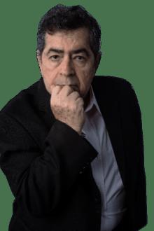 El autor Ernesto Panamá posa para promocionar su marca y obras