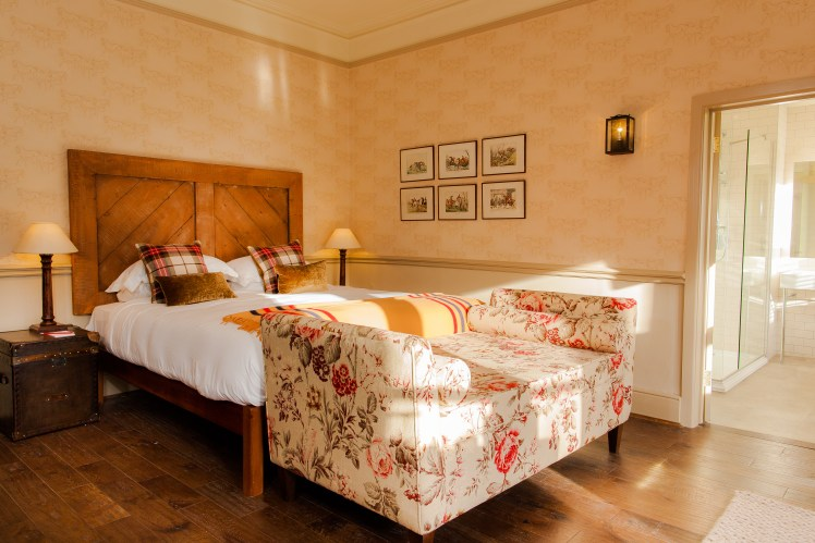 Griffin room at The White Buck Burley with large bed and chaise longue