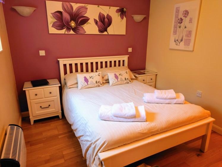 Spacious room at the Black Horse Inn, Thurnham