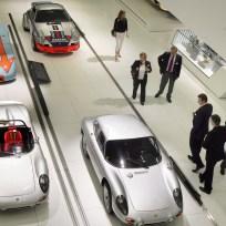Sportwagen und Gäste
