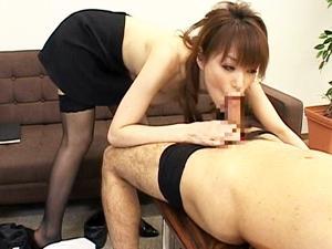 星野あかり 巨乳でド痴女な社長秘書が社内・社外問わず男たちのチンポからザーメンを搾り出す!
