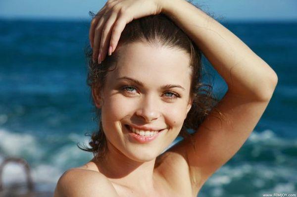 Ню пляж и красивые телки не позволят остаться равнодушным ...