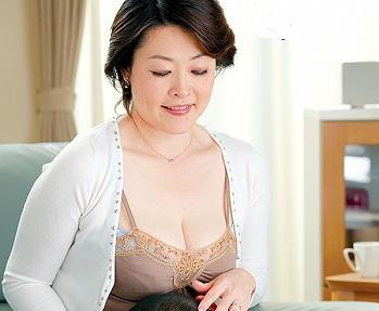 野沢佐江おばさんお母さん中出し人妻巨乳熟女近親相姦愛する息子を豊満な胸に挟んでシゴキあげるっお互い理性を抑えられなくなり・・・39分