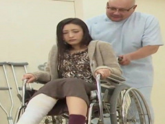 不倫車車椅子が必要であっても不倫は出来る、性欲が有り余る女の情事…06:26